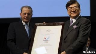 Президент МОК Жак Рогге и глава корейской заявочной группы