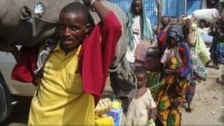 پناهنجویان سومالی از خشکسالی می گریزند