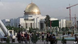 Центральная площадь в Ашхабаде