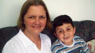 Cleusa Célia Ferraz, 51 anos, com o neto (Foto: Arquivo pessoal)