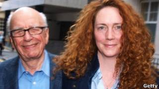 Rupert Murdoch e Rebekah Brooks, em Londres, neste domingo (Getty)