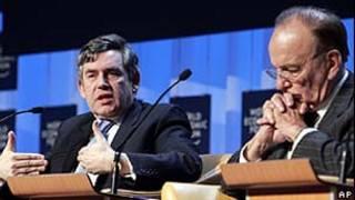 Gordon Brown e Rupert Murdoch/AP
