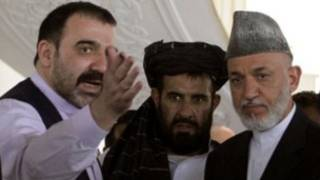 Ahmed Wali Karzai iyo walaalkii Madaxweyne Karzai