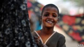 非洲肯尼亞難民營內一名女童