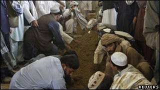 مراسم تدفین احمد ولی کرزی