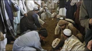 Chôn cất em trai Tổng thống Afghanistan
