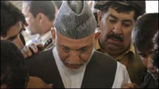 Hamid Karzai mu muhango wo gushyingura umuvandimwe we
