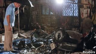 Destroços no distrito de Opera House (Reuters)