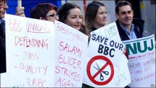 NUJ成員在全國各地的BBC辦公樓外舉行罷工