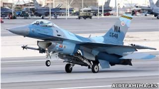 美國內華達州內利斯空軍基地上的一架F-16 C型戰鬥機(AirTeamImages.com資料圖片)