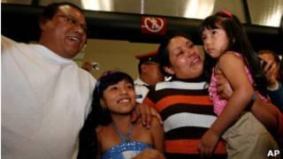Margarita Almaraz e Alfonso Mejía com as filhas Ashanti e Ashley