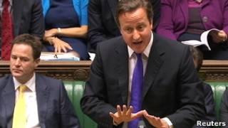 Cameron durante pronunciamento no Parlamento, ao lado do vice-premiê, Nick Clegg. Foto: Reuters