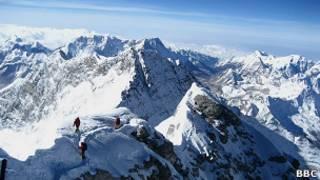 Alpinistas no Monte Everest (BBC)