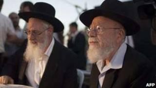 Os rabinos  Dov Lior (esquerda)  e Yacob Yousef