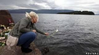 Homenagem às vítimas em Oslo/Reuters