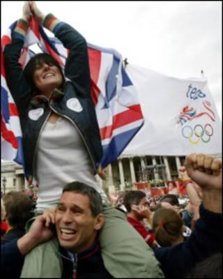 2005年7月6日伦敦申奥成功时的庆祝人群