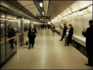 伦敦欢庆线地铁滑铁卢站