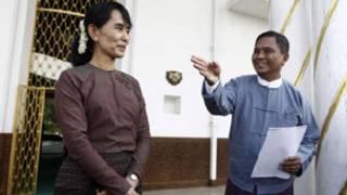 Bà Suu Kyi gặp tân chính phủ