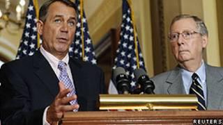 O líder republicano na Câmara, John Boehner (esq.) e o representante republicano no Senado, Mitch McConnell, em Washington (Reuters)