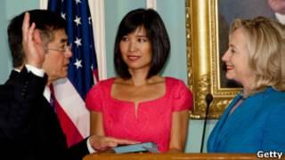 骆家辉宣誓就职美国驻华大使
