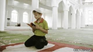 таджикский мальчик в мечети