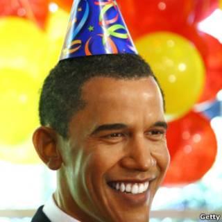 Estátua de cera de Obama decorada para seu aniversário, em foto de 2009