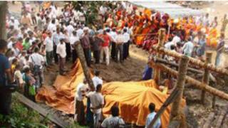 Gajah bergading panjang yang mati di Sri Lanka