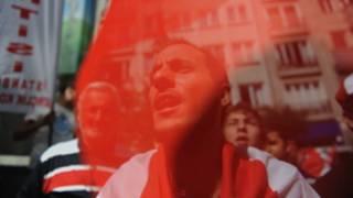 Biểu tình phản đối chính quyền TT Syria, Assad, trước tòa lãnh sự của Syria ở Istanbul hôm 7/8/2011