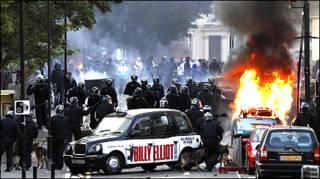 हैकनी में सड़कों पर पुलिस