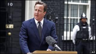 Bwana David Cameron avugana n'abamenyeshamakuru