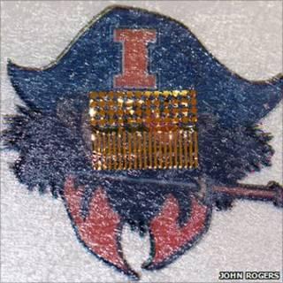 Sensor embebido en un tatuaje temporal