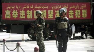 新疆喀什街頭的防暴警察(資料圖片)