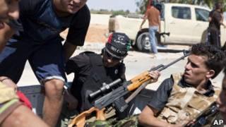 مخالفان مسلح سرهنگ قذافی در نزدیکی زاویه