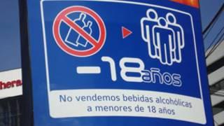 Rótulo no venta de licor a menores en Ecuador