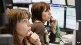 Трейдеры наблюдают за падением акций