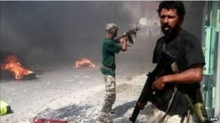 Бойцы ливийской оппозиции на улицах Завии
