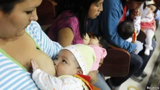 Madres amamantando a sus bebés