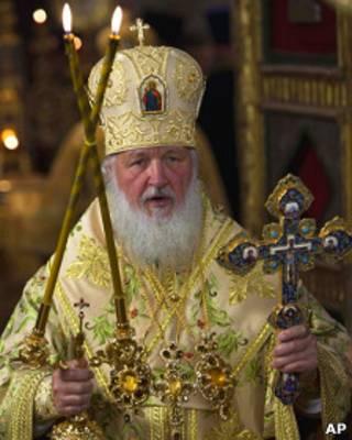 Патриарх Алексий ведет службу в храме Василия Блаженного 12 июля 2011 года