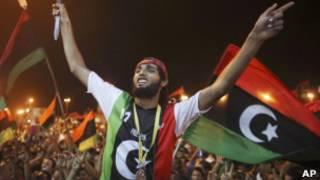 قوات المعارضة تحتفل بدخولها إلى طرابلس