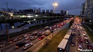 Veículos em São Paulo. Foto: Reuters