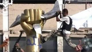 """Quân nổi dậy phá bức tượng """"Libya bóp nghẹt máy bay Mỹ """""""