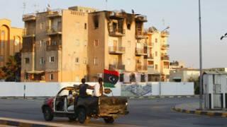 قوات المعارضة الليبية تجوب شوارع طرابلس