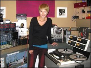 谭维维在伦敦的录音棚