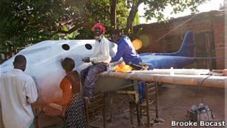 Equipe de Chris Nsamba trabalha na construção de aeronave