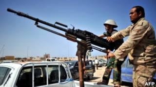 Rebeldes avançam em direção ao oeste da Líbia (AFP)