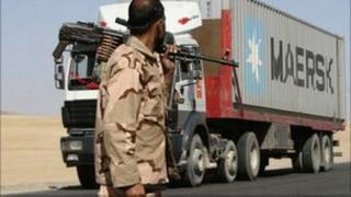 کامیون مقاطعه کاری برای ناتو در غزنی افغانستان