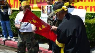 Người Việt biểu tình chống Trung Quốc ở Los Angeles