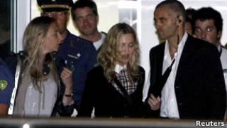 Мадонна в аэропорту Венеции