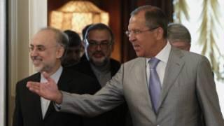 Ngoại trưởng Nga (phải) và Iran, Akbar Salehi ở Moscow tháng 8/2011