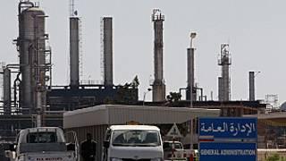 یک پالایشگاه نفت در لیبی